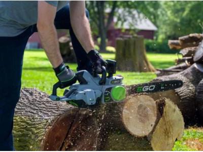 Аккумуляторная цепная садовая пила: особенности и преимущества